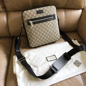 Gucci GG Supreme flat messenger crossbody bag